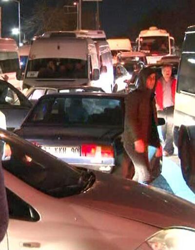 Sürücüler trafik polisliğine soyundu