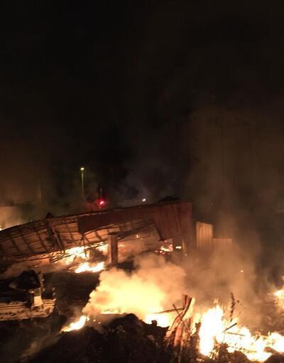Zonguldak'ta kereste fabrikası yandı