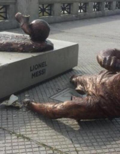 Messi'nin bacakları kesildi