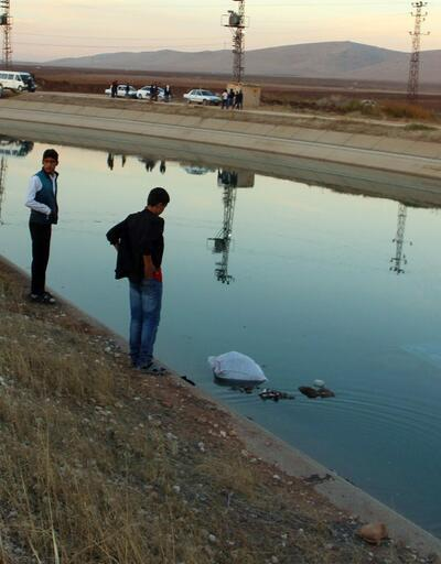 Çocuk işçileri taşıyan traktör sulama kanalına düştü