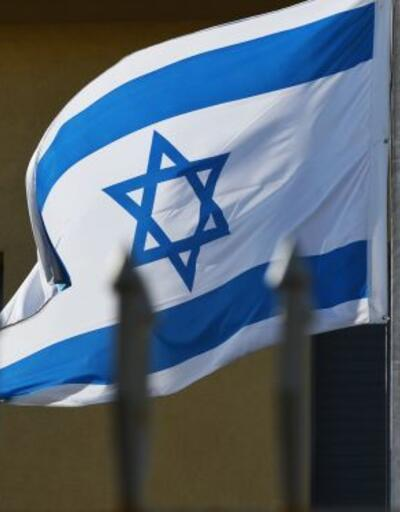 Yahudi yerleşimciler camiye İsrail bayrağı astı