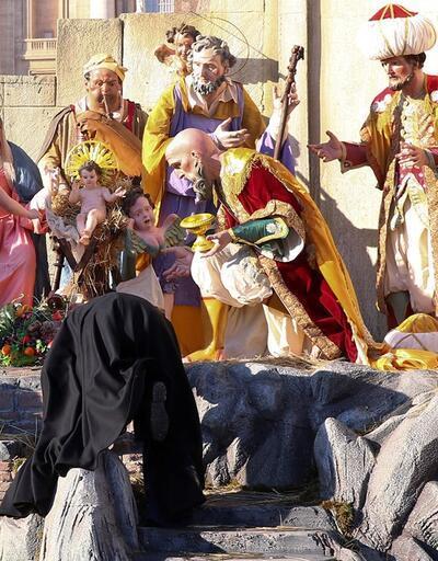 Vatikan'ın göbeğinde bir anda soyundular!