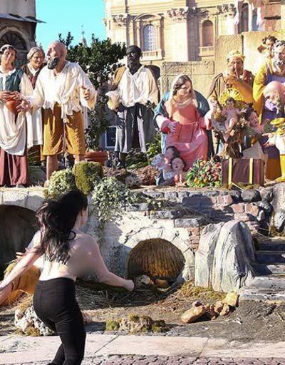 FEMEN'den Vatikan'da çıplak protesto