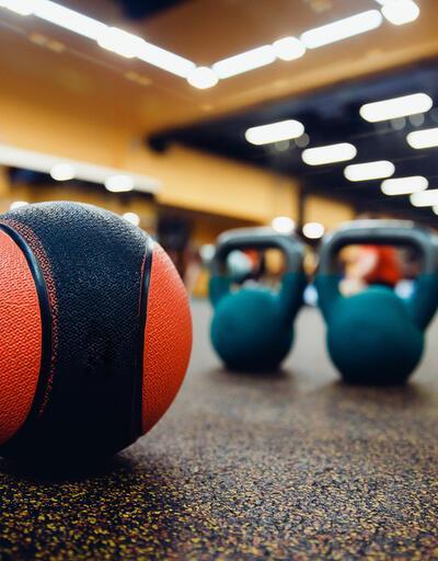 Ağırlık topu ile tüm vücut antrenmanı