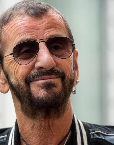 """The Beatles grubunun davulcusu Ringo Starr yeni yıla """"Sir"""" unvanı ile girdi"""