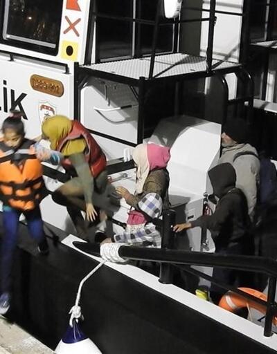 Çeşme'de 3 lastik botta 129 göçmen yakalandı