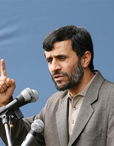 Ahmedinejad'dan yeni hamle: Protesto için izin istedi