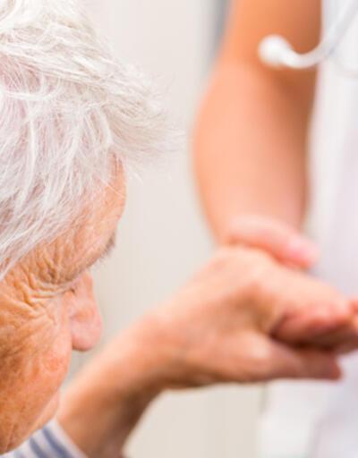 Alzheimer kadınlarda erkeklerden 2 kat fazla görülüyor