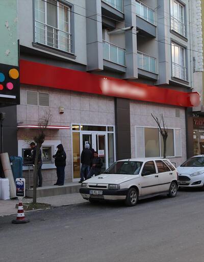 500 bin liralık dövizi yatırmak için bankaya girerken kapkaça uğradı