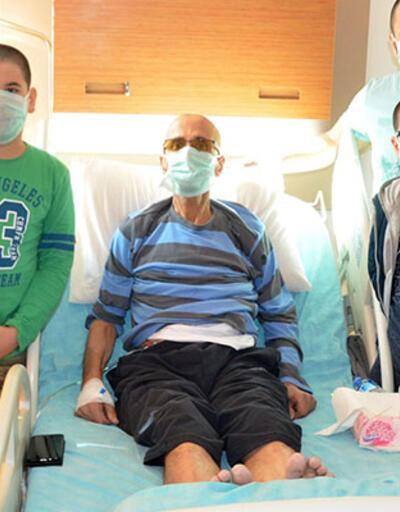 Kanser hastası babalarına destek için saçlarını kazıttılar