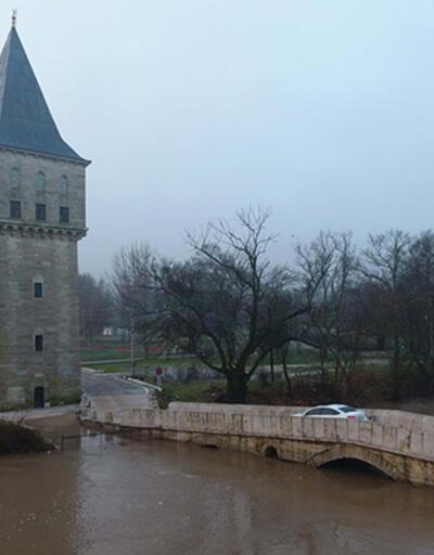 Yağışlarla taşan Tunca Nehri'nin debisi düşüşe geçti