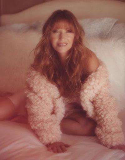 67 yaşındaki yıldız Playboy güzeli oldu
