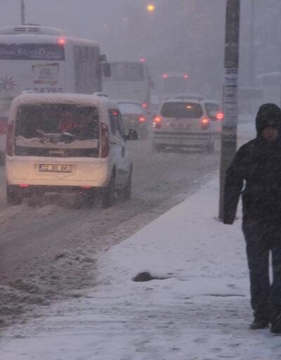 Son dakika... Kar yağışı başladı. Edirne'de okullar tatil