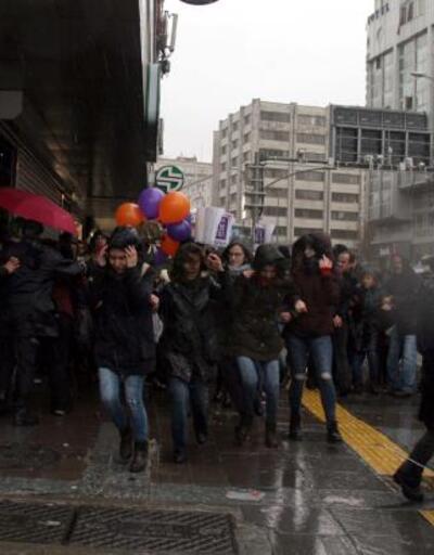 Kadınlar Günü açıklaması yapmak isteyen gruba polis izin vermedi: Çok sayıda gözaltı var