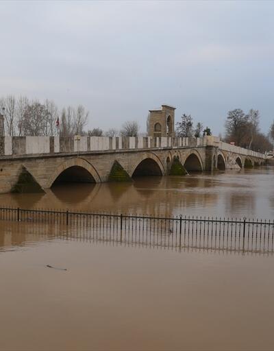 Tunca Nehri'nin debisi düşüyor: 'Er meydanı'ndan yavaşça çekiliyor