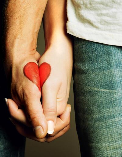 Bu hareketlere dikkat: Eğer yapıyorsanız aşık değilsiniz!