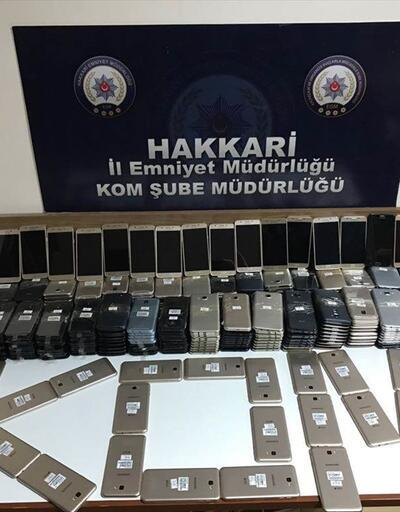Hakkari'de terör ve kaçakçılık operasyonu: 370 cep telefonu yakalandı