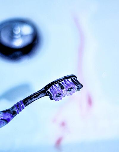 Dişlerimizi fırçalarken kanıyorsa ne yapmalıyız?