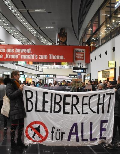 Afganlar iade edildi, Avusturyalılar protesto etti