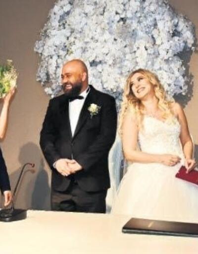 Hülya Avşar: ''Evlenmem aşkımı yaşarım''