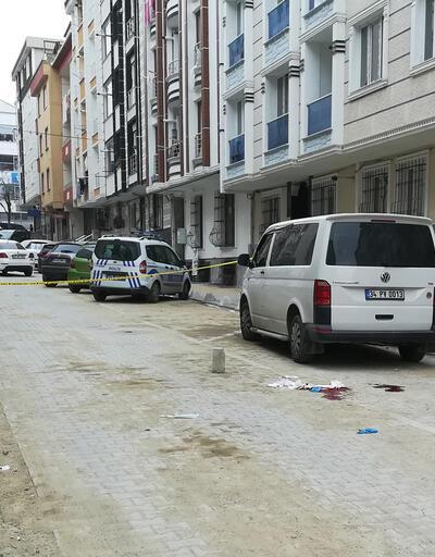 Esenyurt'ta dehşet: Karısını sokak ortasında başından vurdu