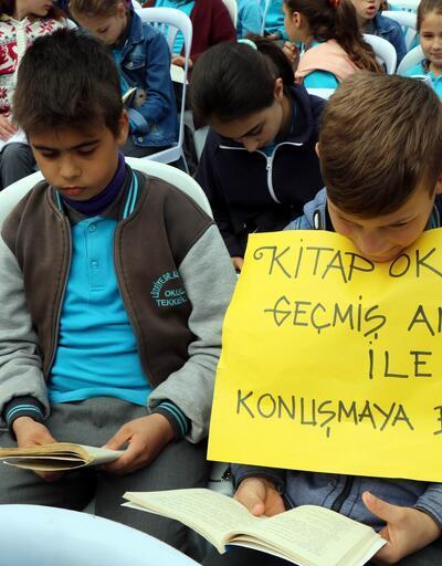 Tekkeköy'de rekor: 5555 kişi aynı anda kitap okudu