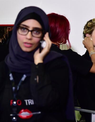 Suudi Arabistan'da bir ilk! Erkekler sahne arkasından çıkarıldı