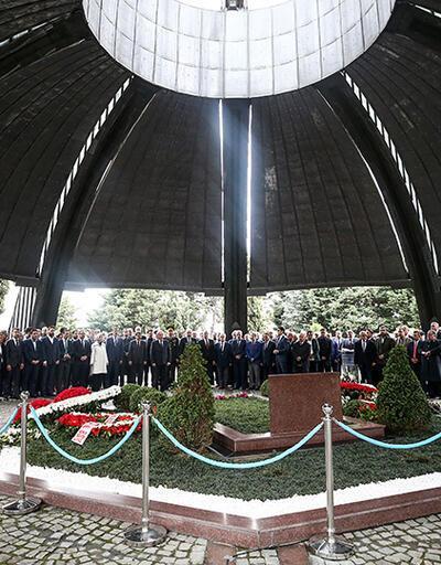 8. Cumhurbaşkanı Turgut Özal mezarı başında anıldı