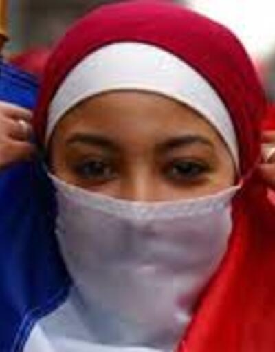 Fransa, yetkiliyle tokalaşmayı reddeden kadının vatandaşlığını iptal etti