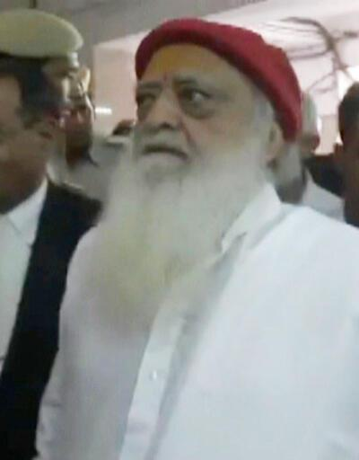 40 milyon takipçili Hint guru Asaram cinsel saldırıdan suçlu bulundu