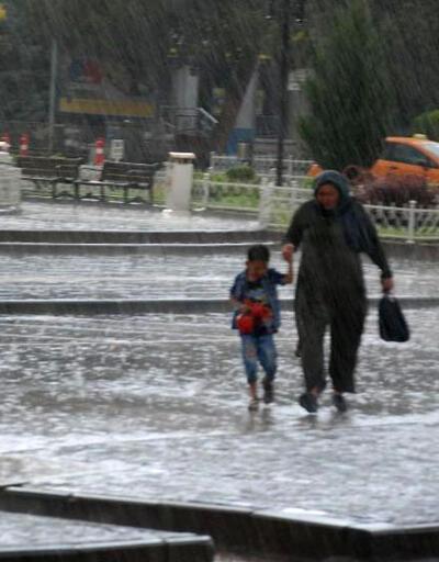 Sağanak yağış tüm yurtta etkili oldu, bazı illerde zarar var