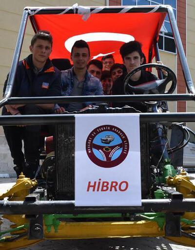 Liseli öğrenciler otomobil yaptı