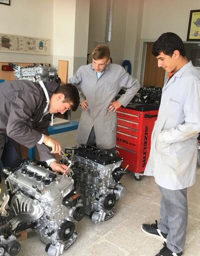 Toyota'dan meslek liselerine motor ve şanzıman hibesi