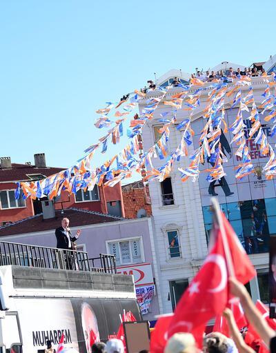 Zeytinburnu'nda konuşan Muharrem İnce, kürsüden bebek bezi fırlattı