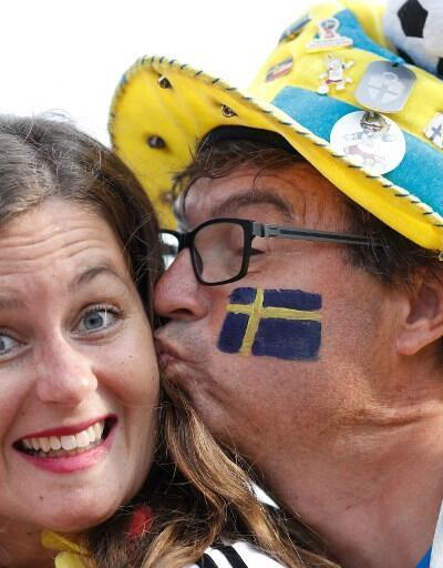 Almanya - İsveç maçında tribünler rengarenk