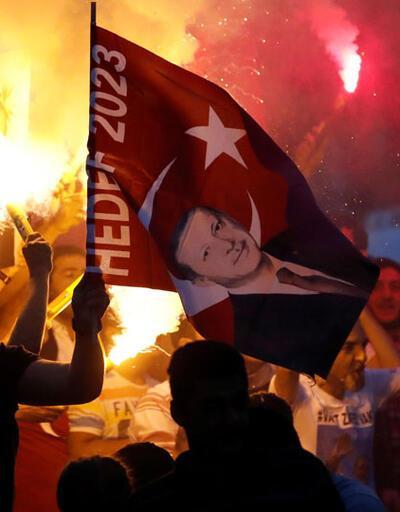 Seçim sonrası on binlerce kişi sokağa döküldü