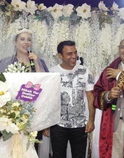 Funda Arar'a sürpriz nikah