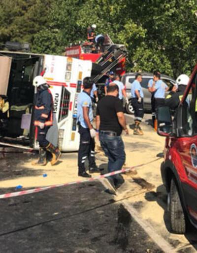 Tarım işçilerini taşıyan otobüs devrildi: 3 ölü
