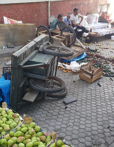Zabıta ile tartışan seyyar satıcılar, organik ürünleri sokağa döktü
