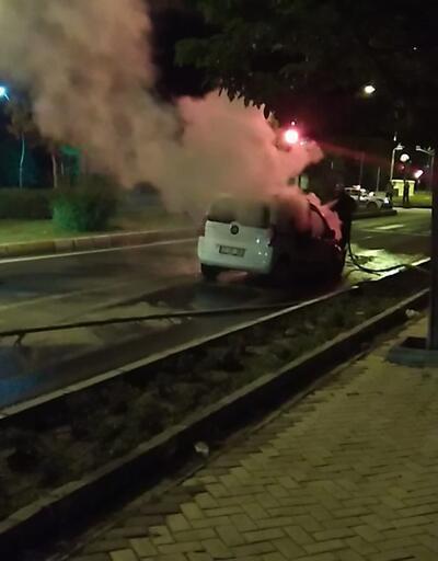 Seyir halindeki otomobil küle döndü
