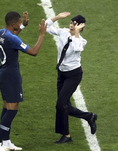 Dünya Kupası finalinde sahaya giren Pussy Riot üyelerine hapis cezası