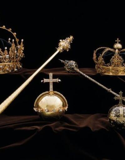 Kraliyet tacını ve asasını çaldılar