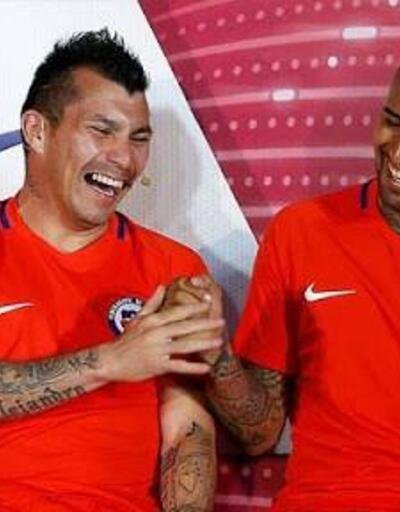 Arturo Vidal'den Medel paylaşımı: Seni seviyorum pitbul