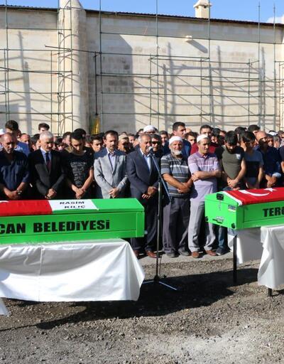 Tercan'daki katliamda ölen 2 kişi toprağa verildi