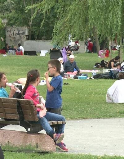 Piknikçilerin çoğu çöplerini toplamıyor!