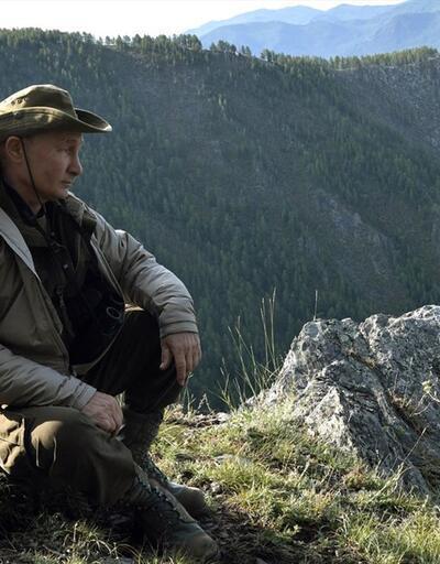 Putin'in tatil için tercihi yine Sibirya: Dağlarda dolaştı, balık tuttu, avlandı