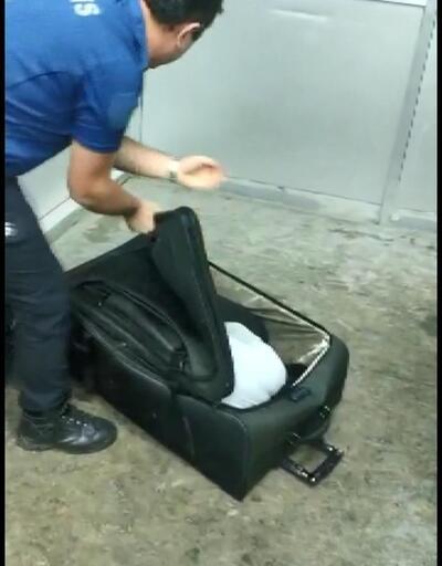 Valizden çıktı... Polis şaştı kaldı