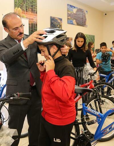 Yaz kurslarını tamamlayan çocuklara hediye bisiklet