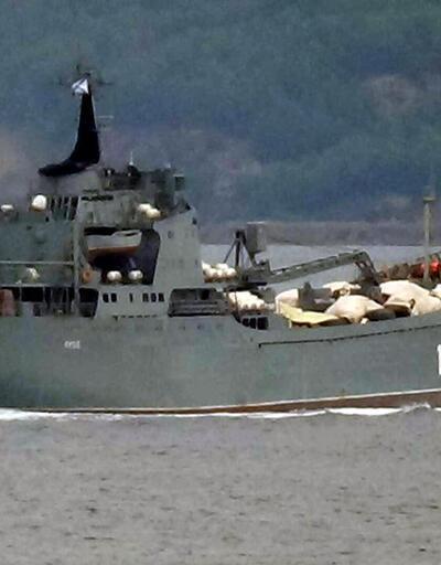 Boğaz'dangeçen Rus savaş gemisindeki malzemeler dikkat çekti