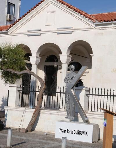 Foça'ya Tarık Dursun K. heykeli